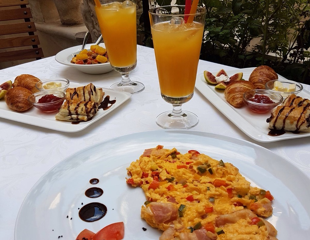 Business breakfast in restaurant Para di šoto